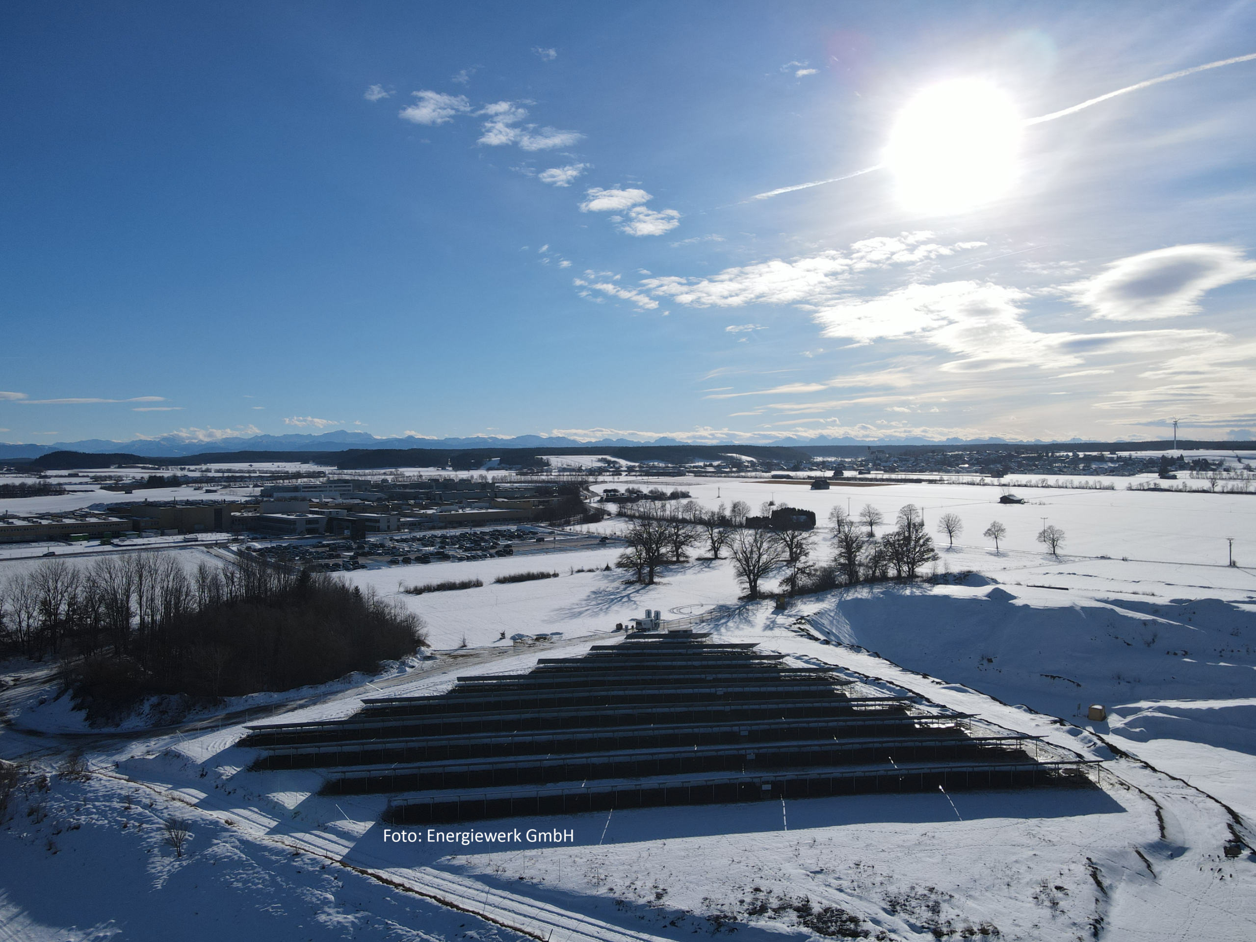 Fotos: Energiewerk GmbH; SL Rack Freiflächensystem - 3V, Viertelpunktklemmung | Standort: Bayern, Deutschland | Leistung: 750 kWp