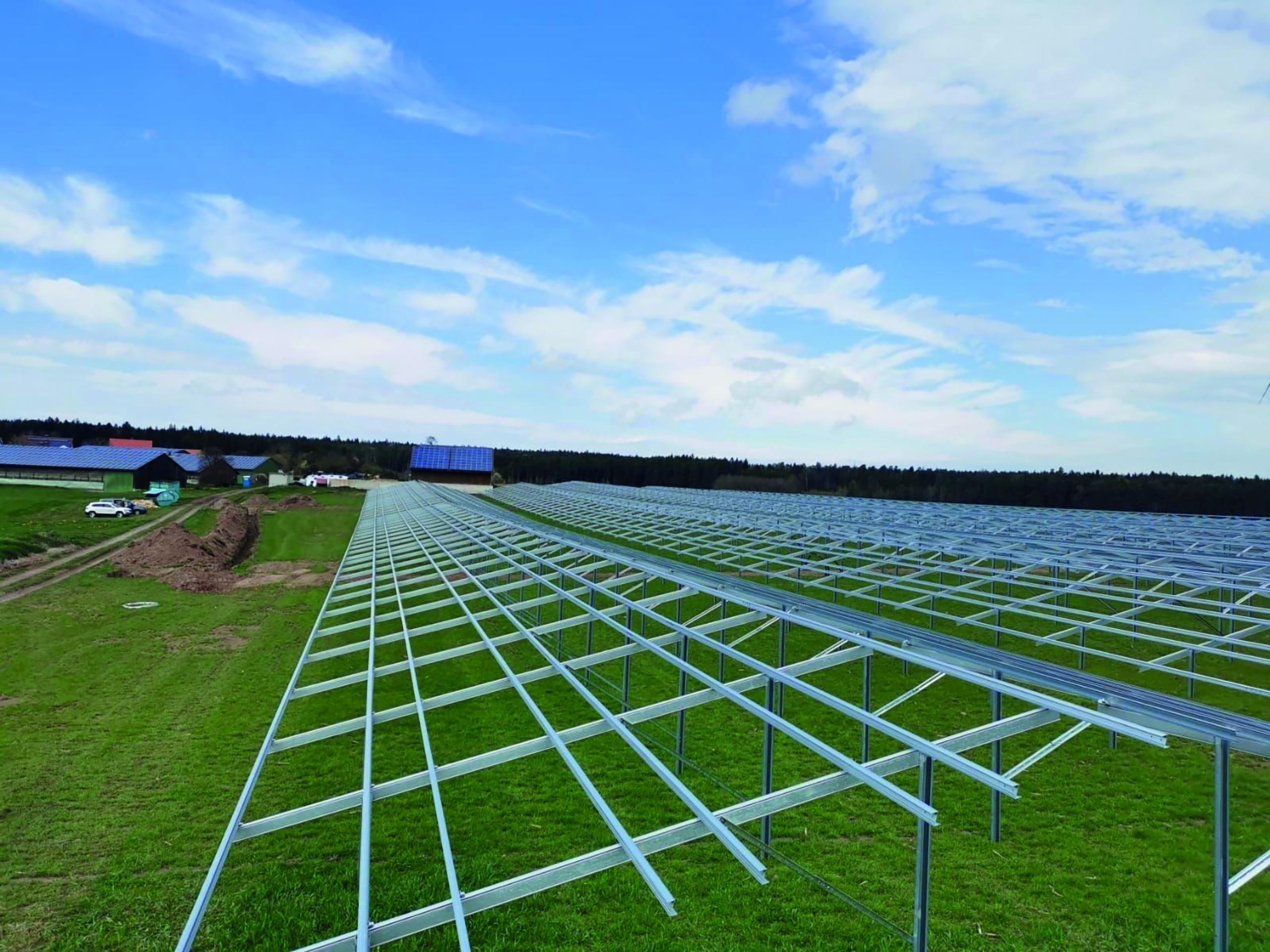 SL Rack Freiflächensystem - 4V-Ost-West-System | Standort: Bayern, Deutschland | Leistung: 3,2 MWp
