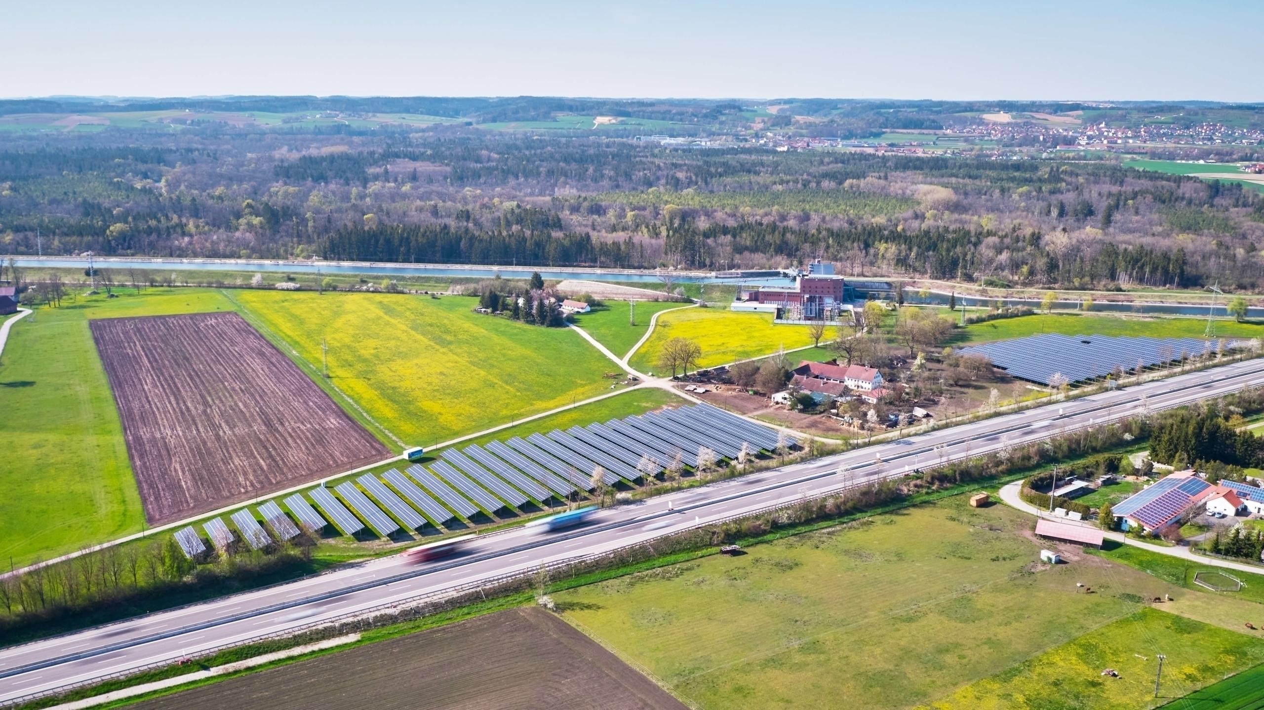 Bayern, Deutschland SL Rack Freiflächensystem – 3V 375 kWp